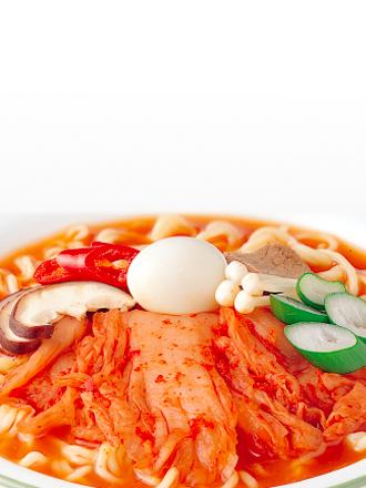 Fideos Ramen Coreanos con Kimchi Jongga | Hot & Spicy 122 grs