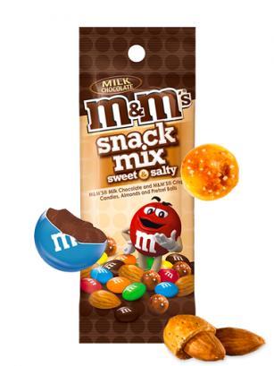 Mezcla de M&M's de Chocolate con Almendras y Pretzels Salados 49 grs